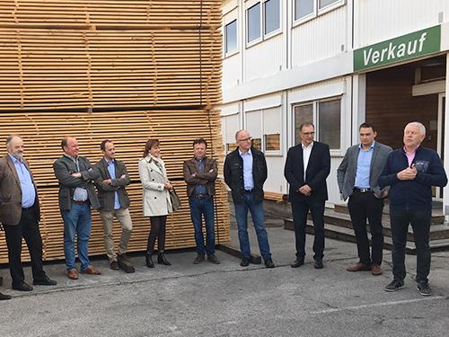 Besuch beim VEH Mitglied Mühlbauer Holz mit Ansprache durch VEH Präsident Wolfgang Leitinger (re. aussen)